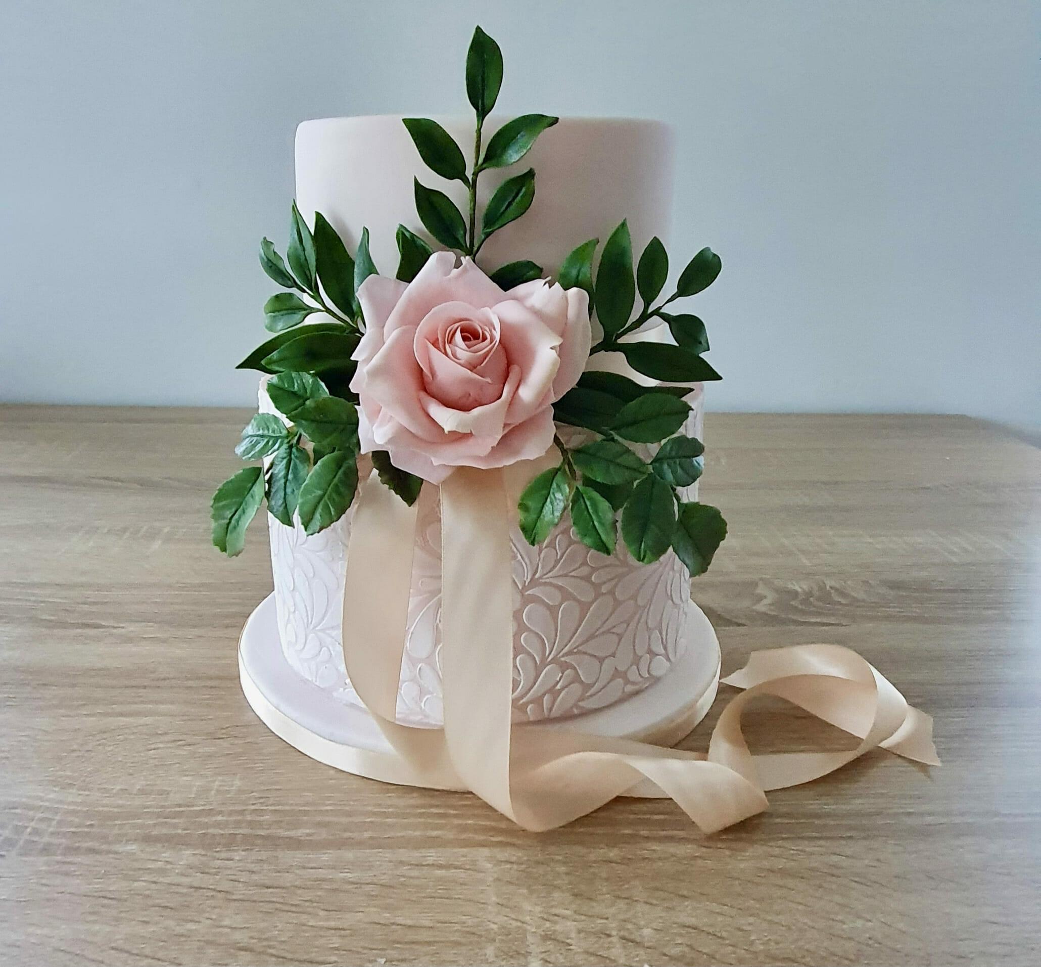 intimate 2 tier rose